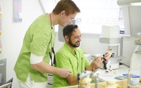 Zahnarzt mit eigenem Zahnlabor in Erftstadt